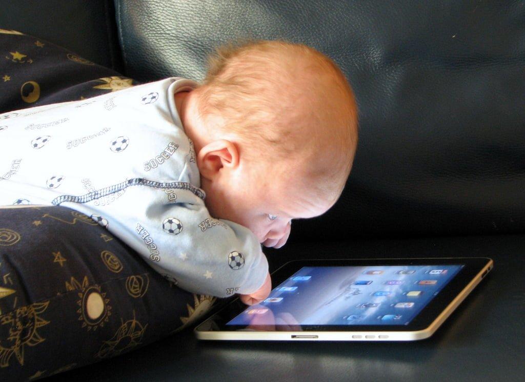 A relação das crianças e até dos bebês com a tecnologia