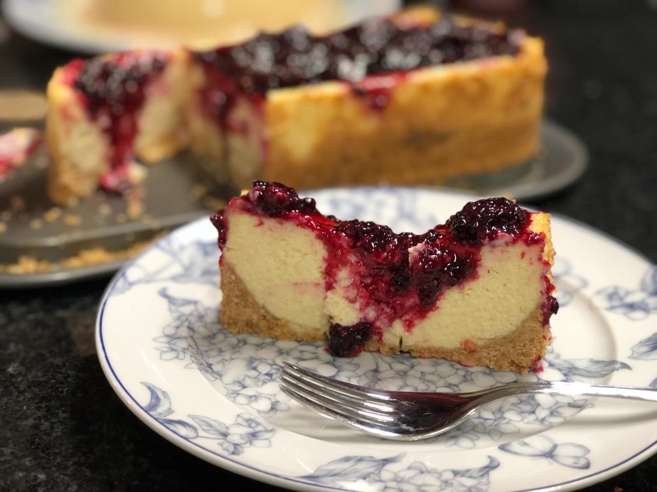 Cheesecake com calda de Amoras