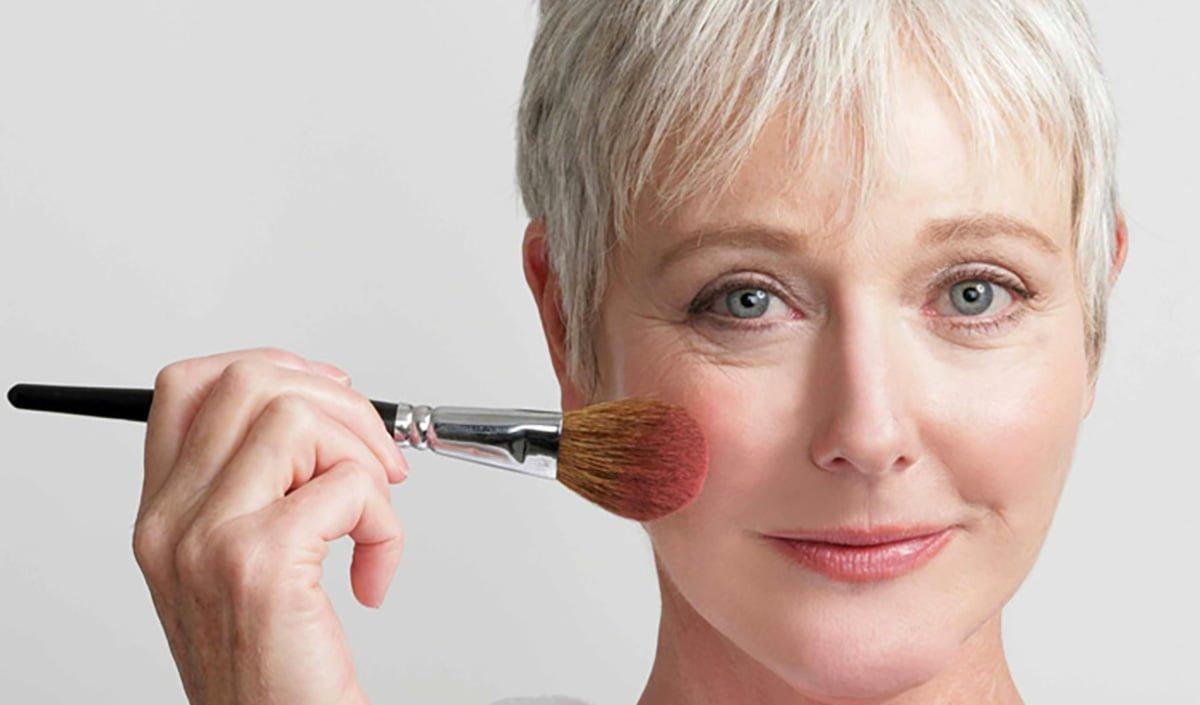 Maquiagem para pele madura – Dicas da Kah