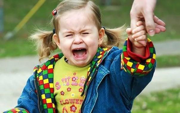 Não vamos por causa da criança. Antes tédio do que frustração!
